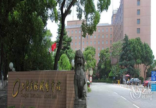 上海国际机场宾馆携手上海电动遮阳棚厂家豪异遮阳打造靓丽的户外伸缩遮阳棚