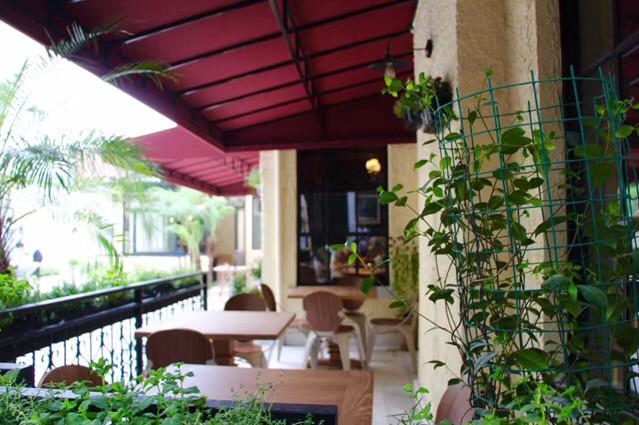 户外固定遮阳篷为法式餐厅增色彩